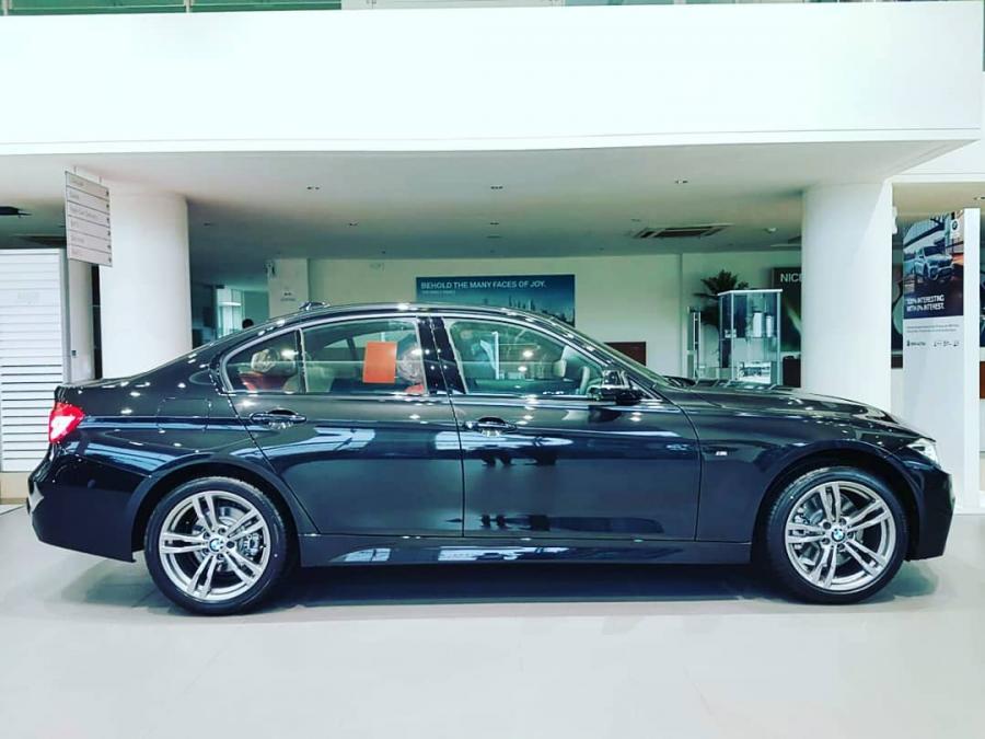 3 series: BMW 330i M Sport terbaru - MobilBekas.com