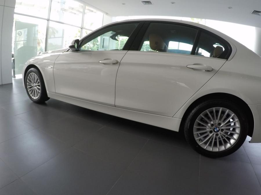 3 series: BMW 320i Luxury 2018 F30 - MobilBekas.com