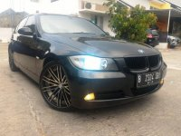 "3 series: BMW 320i Black E90 th 2008 with Rims 19"" Belang Lebar"