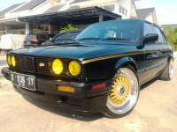 "3 series: BMW 318i M40 E30 tahun 90 //Black with Rims 18"" BBS Gold//"