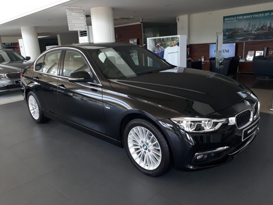 3 series promo bmw 320 nik 2018 harga special limited stock. Black Bedroom Furniture Sets. Home Design Ideas