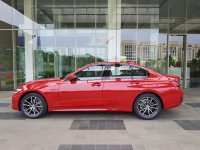 Jual 3 series: BMW All New 320i G20 FREE BENSIN 10 juta VS Mercedez Benz C Class