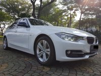 3 series: BMW 320i Sport AT 2014,Bergengsi Namun Sporty (WhatsApp Image 2020-07-01 at 08.34.03 (1).jpeg)