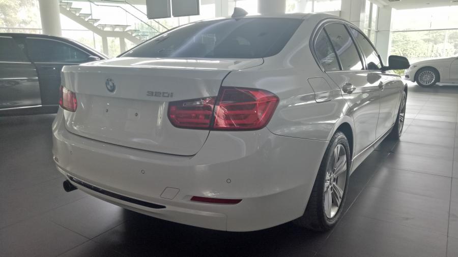 3 series: 2015 BMW 320i 2.0 Sport Sedan TDP dapat diangsur ...