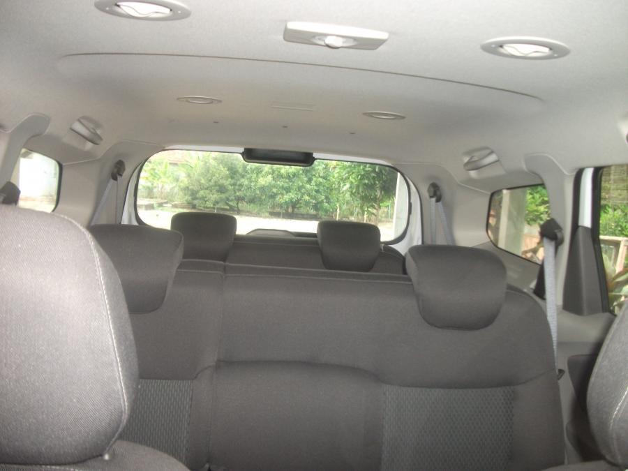 Spin Chevrolet Mt Warna Putih Mulus Mobilbekas
