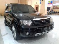 Ford Escape Limited A/T Tahun 2008 (kanan.jpg)