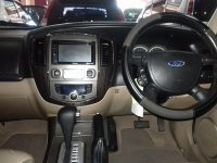 Ford Escape Limited A/T Tahun 2008 (in depan.jpg)