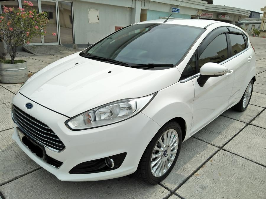 Ford Fiesta S Sport Tahun  Putih Img Jpg