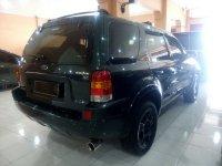Ford: Escape XLT 2.3 Tahun 2004 (belakang.jpg)