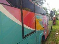 300 Series: Bus Medium Pariwisata Terhandal (Bus Hino 2.jpeg)