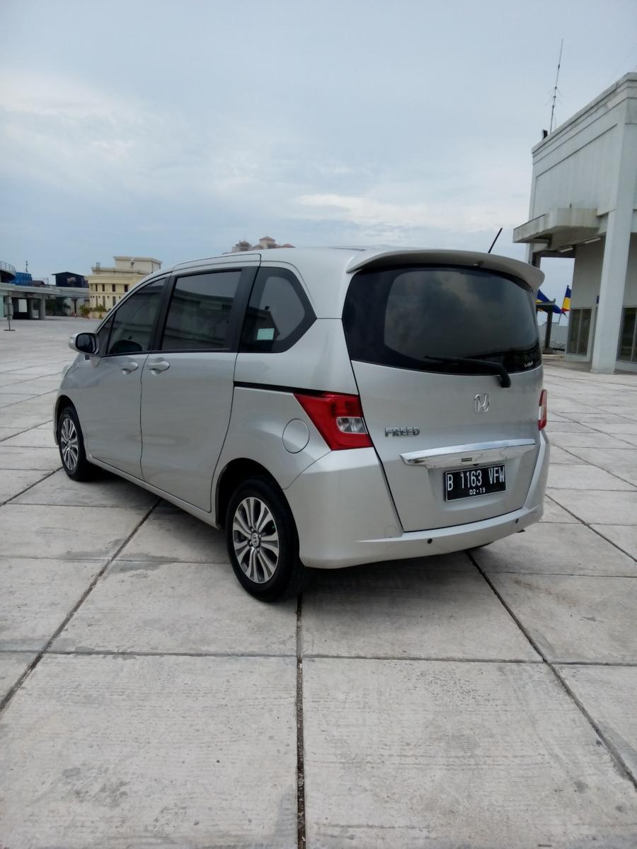 Honda Freed E psd 2014 matic warna silver - MobilBekas.com
