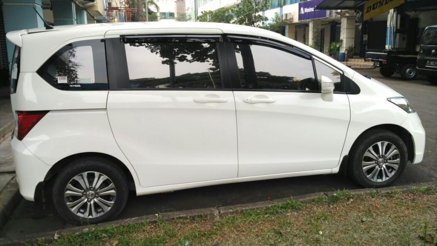 Over Kredit Honda Freed S T 2015 Putih - MobilBekas.com