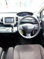 Jual Honda freed 1.5 E psd matic 2013 putih