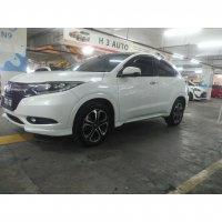 HR-V: Honda HRV prestige putih 2015 at (82402076_611119786314646_2951135339954868246_n.jpg)