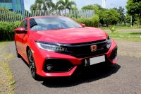 Jual HONDA CIVIC HATCHBACK E AT 2018 MERAH