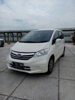 Jual Honda freed psd matic  2013/12 putih km 18 rban