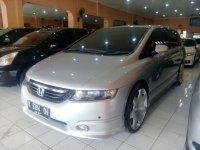 Honda: Odyssey Absolute 2.4 Tahun 2004 (kiri.jpg)