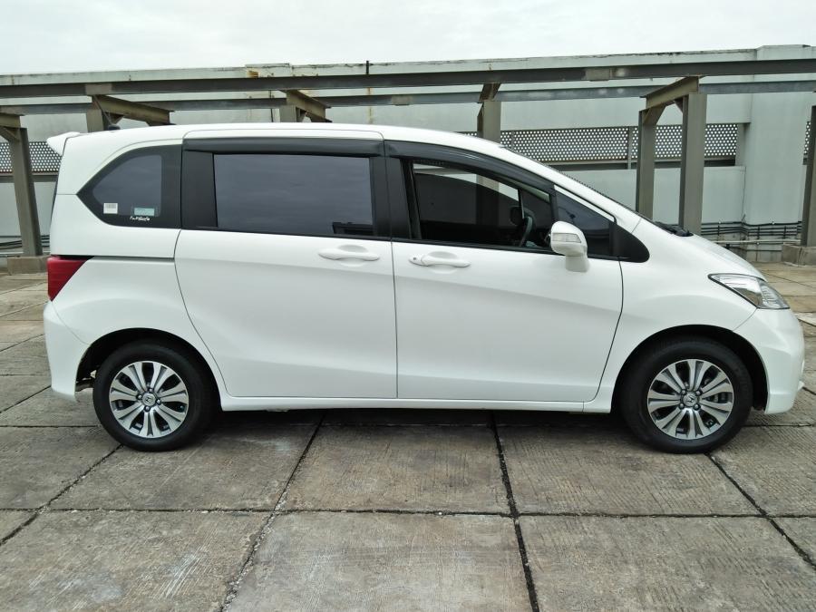 Honda Freed 2014 AT SD KM 30 Ribu Putih Metalik ...
