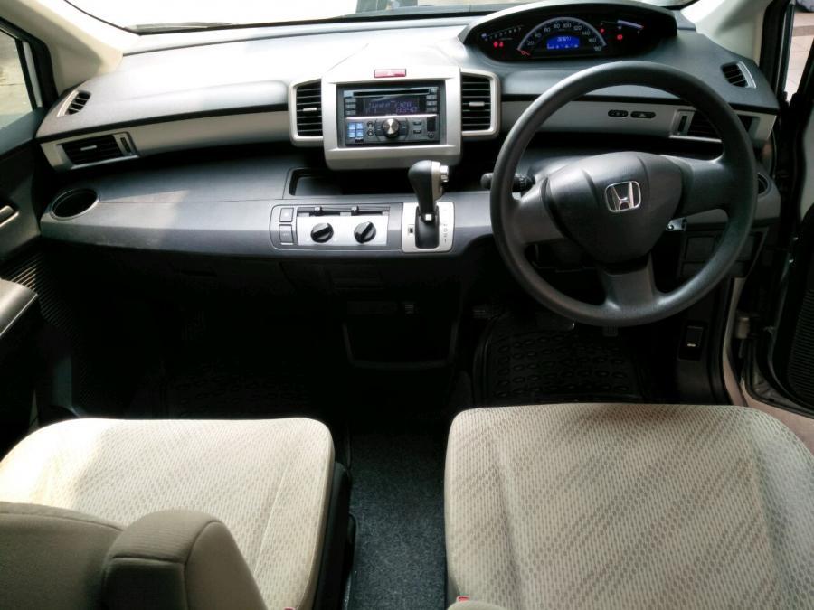Honda Freed SD AT 1.5cc tahun 2012 Silver Met - MobilBekas.com