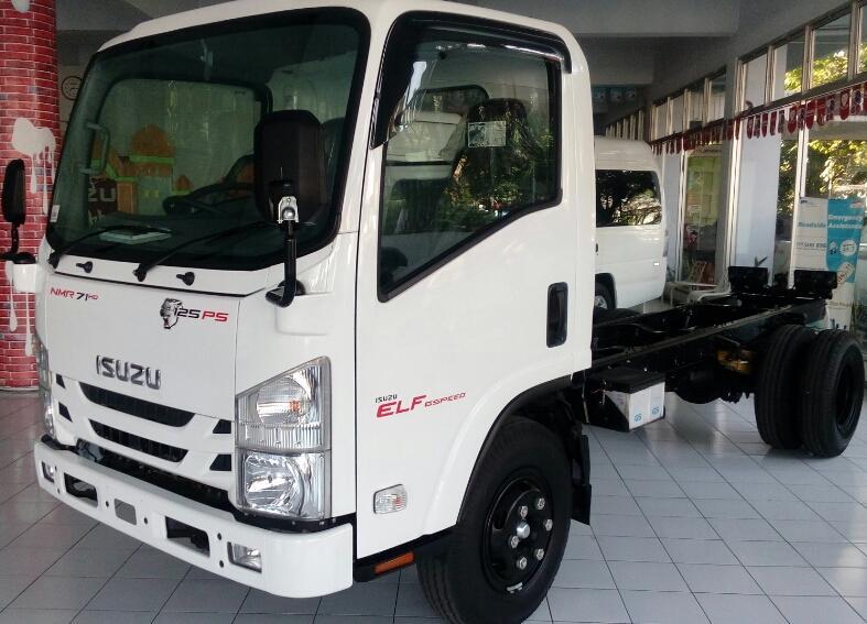 New ELF NMR71T, truk 6 ban, kabin baru dan 6 Speed ...