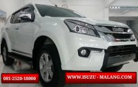 SUV: New Isuzu MU-X malang (1485409096-picsay.jpg)