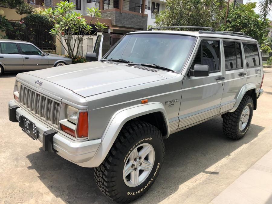 jeep cherokee 4.0L istimewa - MobilBekas.com