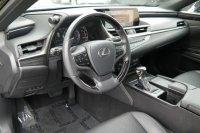 ES300: Neatly Used 2019 Lexus ES 350 FWD (9.jpeg)