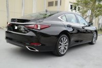 ES300: Neatly Used 2019 Lexus ES 350 FWD (6.jpeg)