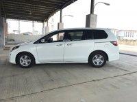 Mazda 8 A/T 2011 putih (62736911-D13E-449F-97D9-E31E07B24CDE.jpeg)