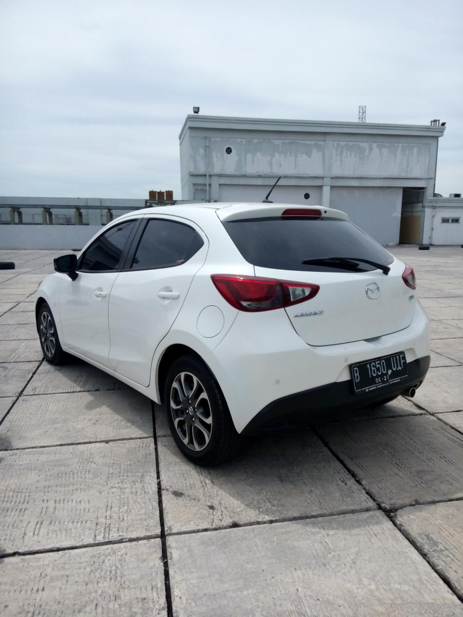 Mazda 2 matic 1.5 lt hi skyactive matic 2016 putih ...