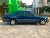 "Mercedes-Benz 220E: Mercy E220 W124 th 1994 Model Masterpiece ""Antik Orisinil"" (Samping Kanan.jpg)"