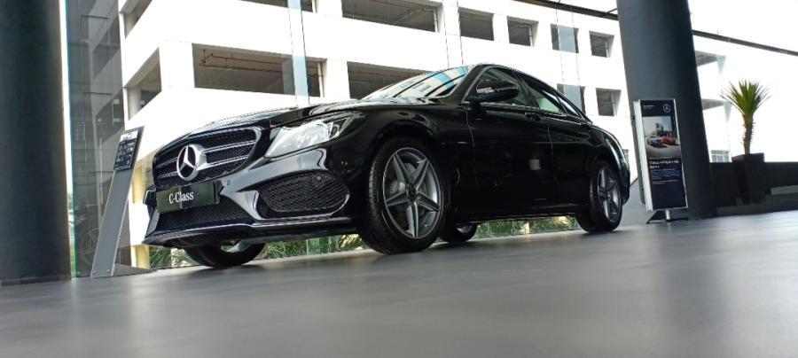 C Class: Mercedes benz C300 AMG line 2018 - MobilBekas.com