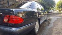 Mercedes-Benz E Class: Mercedes Benz E230 1997 Terawat Low Kilometer (b1bb1857-5bca-4e22-b454-a5bc2e2ebdc3.jpg)