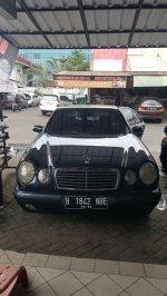Mercedes-Benz E Class: Mercedes Benz E230 1997 Terawat Low Kilometer (ee989822-f19b-495b-bea4-1bf82969b68d.jpg)