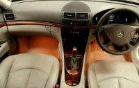 Mercedes-Benz: Mercedes Bens E Class E 260 Matic Silver Tahun 2006 Mulus Low Km (mercy6.jpg)