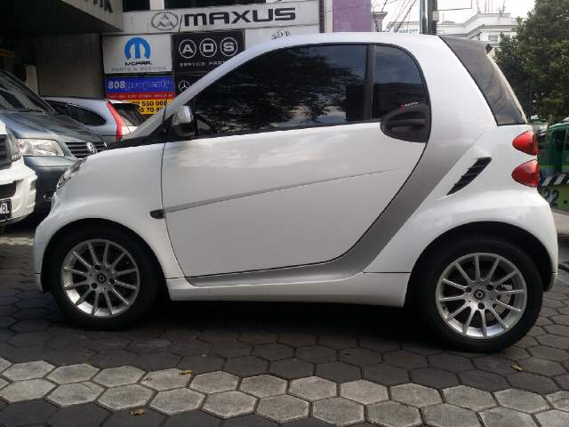 Mini smart fortwo coupe istimewa for Mercedes benz smart fortwo