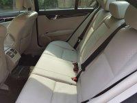 Mercedes-Benz C Class: mercedes c200 km 29 rb (interior belakang.jpg)