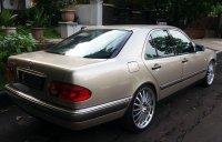 Mercedes-Benz E Class: Mobil untuk yang berjiwa muda ... (06.jpg)