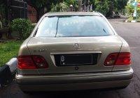 Mercedes-Benz E Class: Mobil untuk yang berjiwa muda ... (03.jpg)