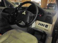 Mitsubishi Grandis Mivec AT Tahun 2008 (In Depan.jpg)