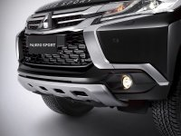 Pajero Sport: Pajero Rockford Black Edition!!! (Mitsubishi-Pajero-Sport-Rockford-Fosgate-grill-depan.jpg)