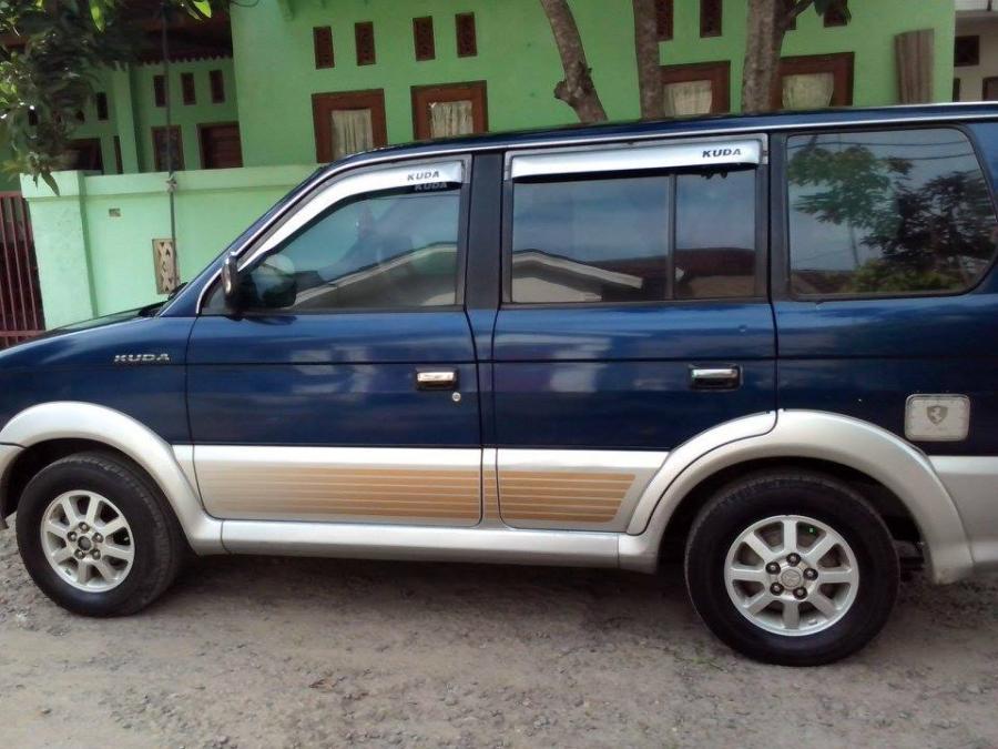 Dijual Mobil Mitsubishi Kuda Bensin 2000 Tampak Samping