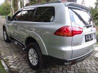 Mitsubishi Pajero Sport Thn 2011 Silver Metalik (kiribelakang-9.jpg)