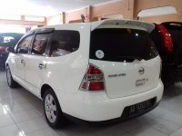 Nissan Grand Livina 1.5 M/T Tahun 2012 (belakang.jpg)