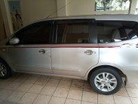 Nissan Grand Livina: Jual mobil Grand Levina (Tampak samping.jpg)