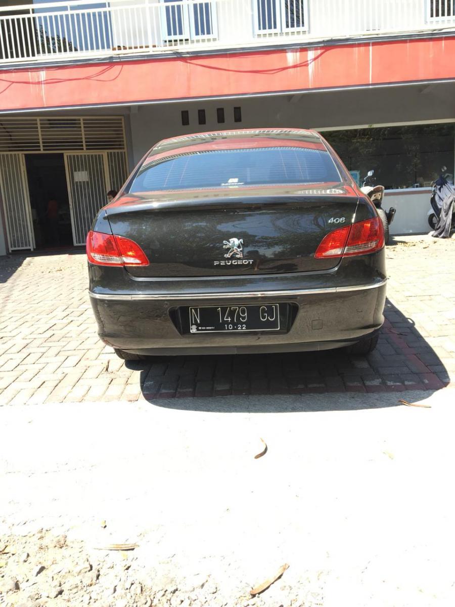 dijual sedan peugeot 408 warna hitam AT MobilBekas com