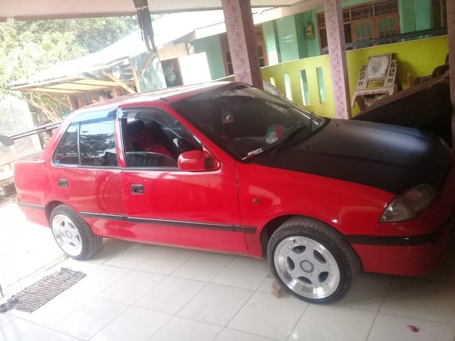 Di jual cepat Mobil Suzuki Esteem - MobilBekas.com