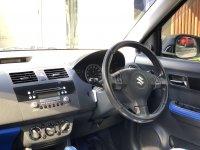 Suzuki Swift CBU AT 2005 (718299AE-32E6-4266-B1CB-B43EFABB928F.jpeg)