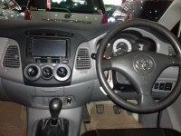 Toyota Kijang Innova 2.0 Manual Tahun 2006 (in depan.jpg)