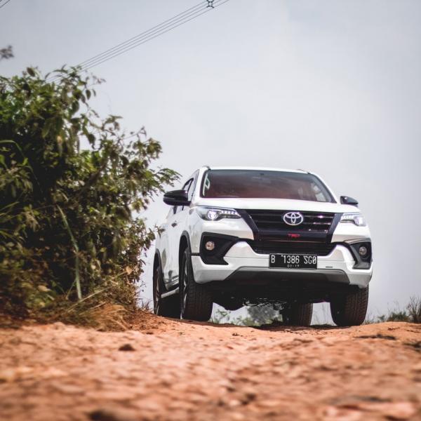 Toyota Fortuner 4 x 2, 2.4 VRZ TRD 2018 + Anti Karat ...